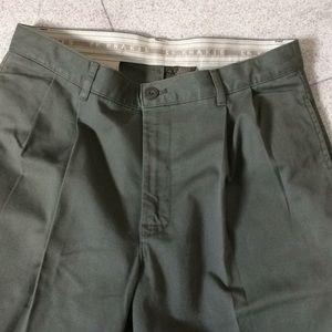 Calvin Klein pleat front Khaki pant 32 x 32 NWOT